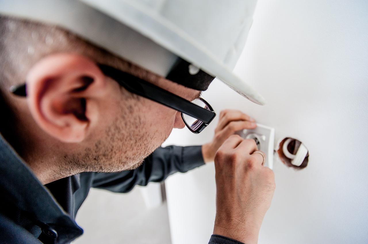 Embaucher Un Électricien En Toute Sécurité Pendant Le Verrouillage
